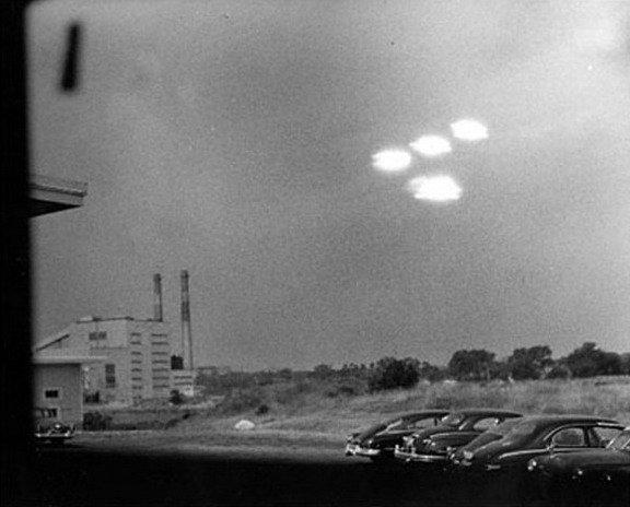 Реальные фото НЛО: http://secretplanet.pp.ua/realnye-foto-nlo.html