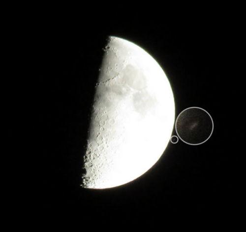 Появление НЛО возле Луны
