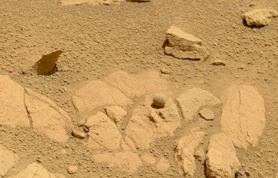 Шарообразный камень на Марсе