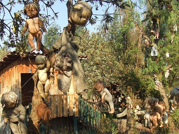 Остров заброшенных кукол в Мексике