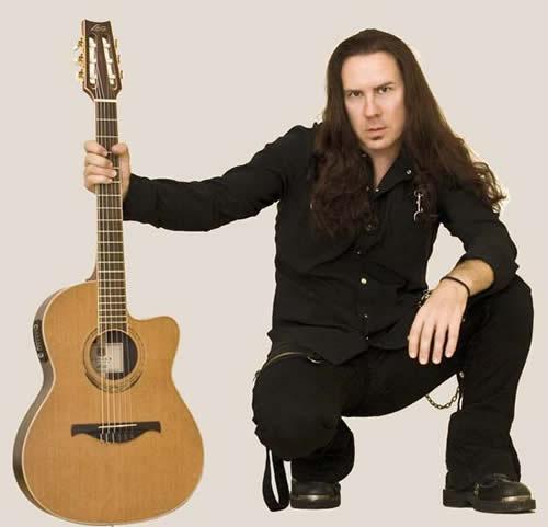 Опытный гитарист