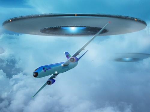 НЛО и самолет