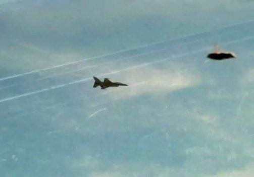 Военный самолет и НЛО